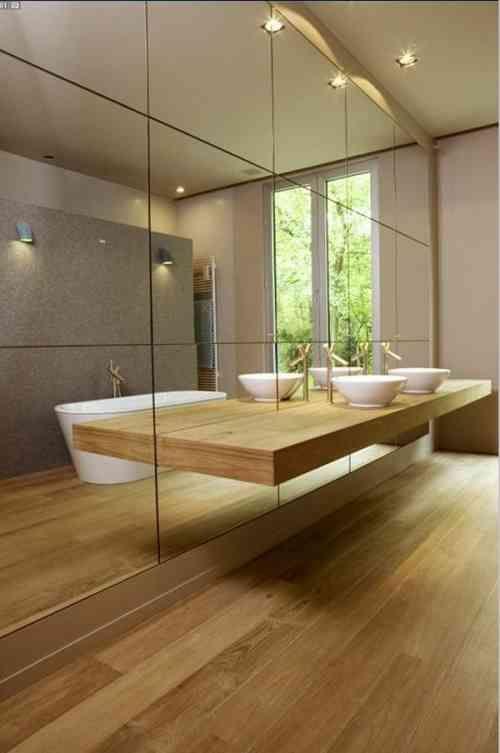 Planche en bois impressionnante et un mur en miroir unique ...