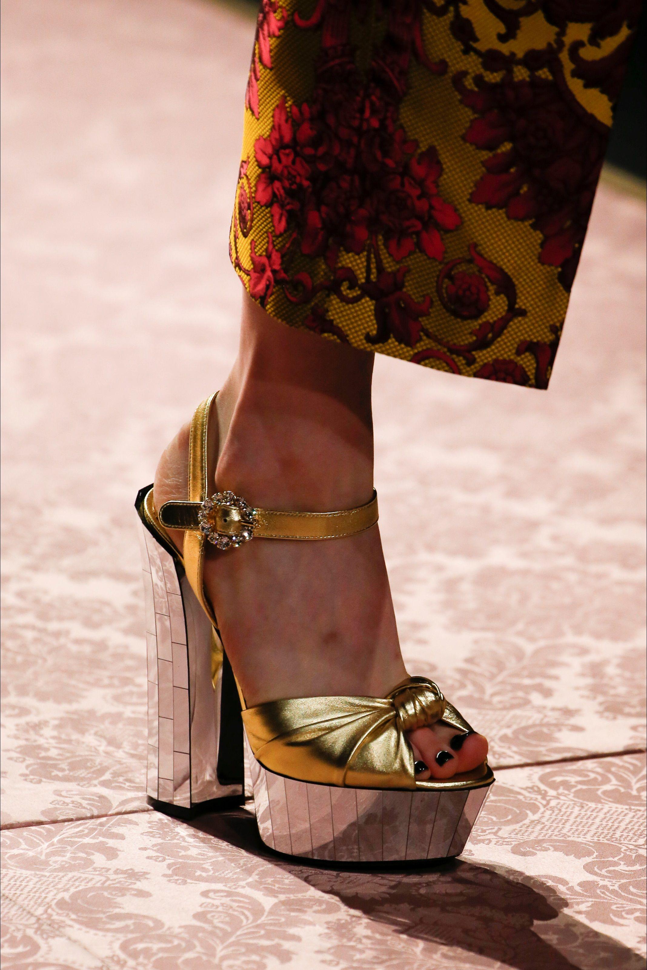 Sfilata Dolce   Gabbana Milano - Collezioni Primavera Estate 2019 -  Dettagli - Vogue 32bac1ffd79