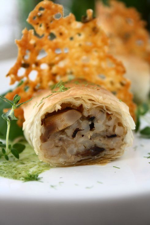 Mushroom Risotto Spring Rolls, Manchego Thyme Crisps, Roasted Garlic Watercress Mayonnaise