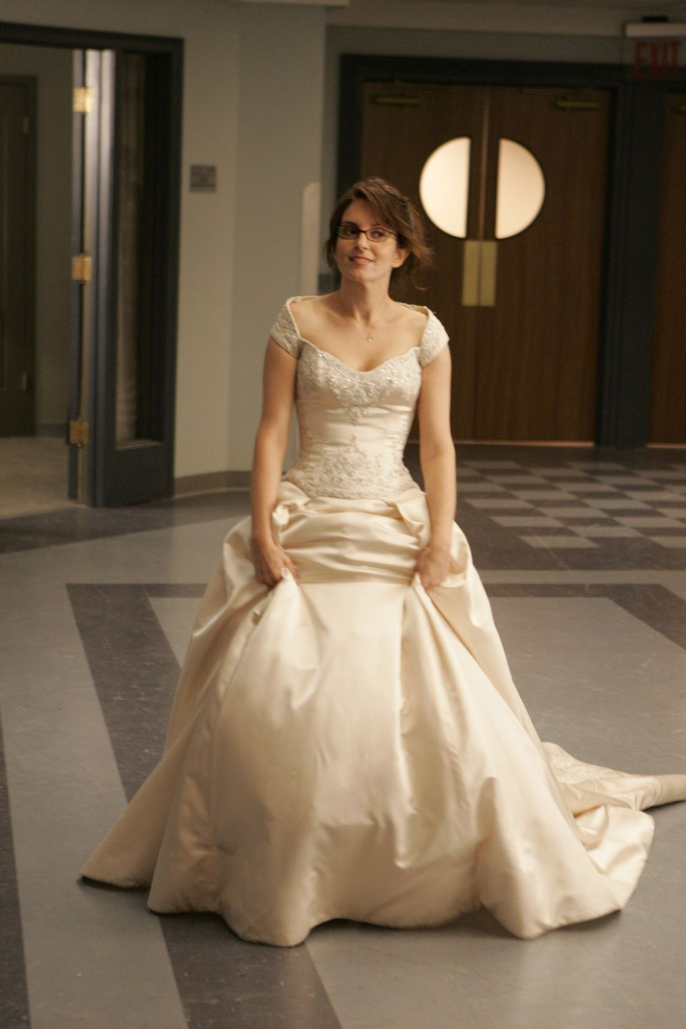 Ham napkin liz lemon wedding dress 30 rock she for Guess dresses for wedding