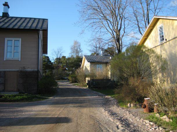 Littoisten matkakuvat - Littoisten verkatehtaan entisten työläisten asuntoja. | Napsu