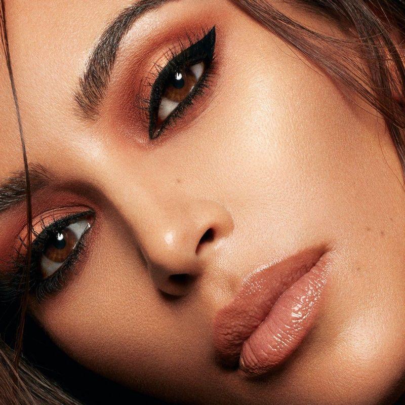 Kim Kardashian Shines In Kkw Beauty Campaign Kkw Beauty Kardashian Makeup Kim K Makeup