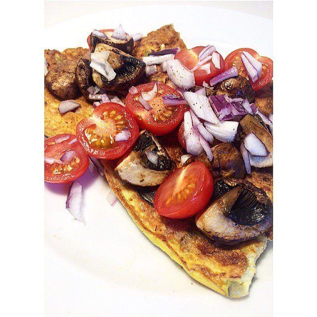 • | o m e l e t 🐷🐣 Simpel og lækker aftensmad klar på 15 minutter😏👌🏼 #dinner #omelet #hamandcheese #masserafgris #🐷 #ikeatestenbestået @mads_rasmussen_83 #økologisk