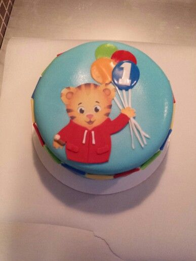 daniel tiger cake daniel the tiger smash cake check us out on 3305