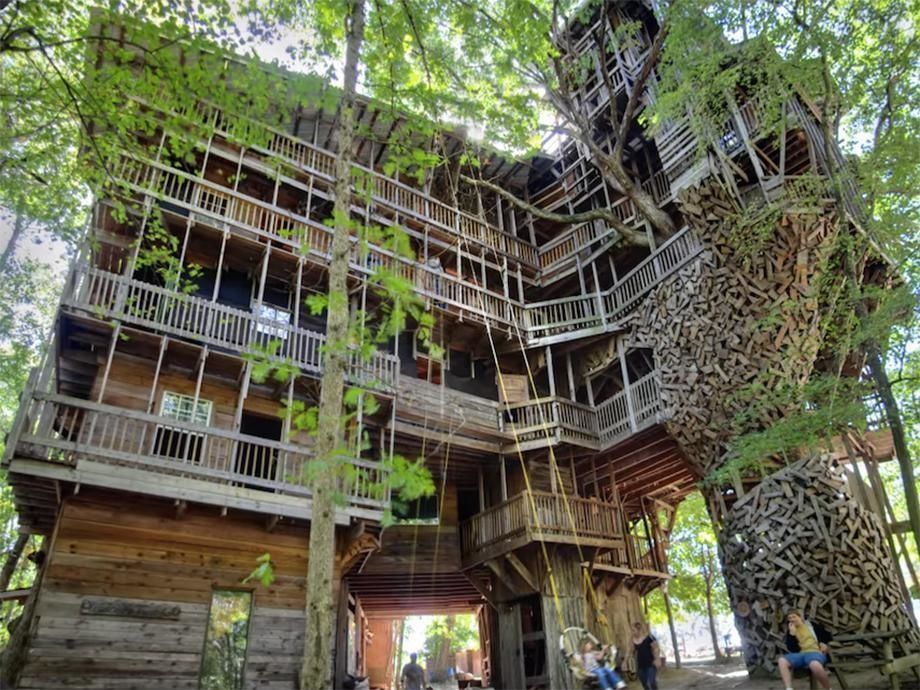 The Huge Treehouse Took 14 Years To Build And Cost 12 000