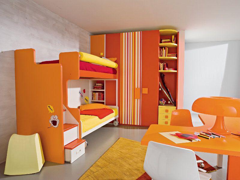 Cameretta con letto a castello separato e scaletta di salita laterale a - Scaletta per letto a castello ...