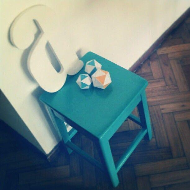 banquito turquesa ♥ (y experimentos con papel)
