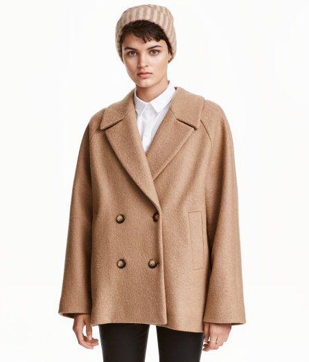 Kolla in det här! PREMIUM QUALITY. En vid, dubbelknäppt kappa i ull ...