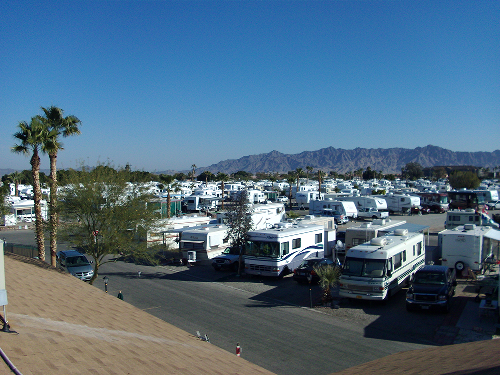 Caravan Oasis Rv Resort At Yuma Arizona This Rv Resort Offers All The Advantages Of A Large Park While Maintaining An Resort Camping Club Travel Information