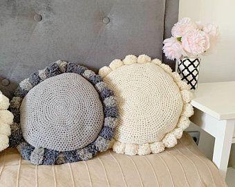 Decor pillow, Crochet pillow, pom-pom pillow, Retro Pom-Pom Pillow, round pillow