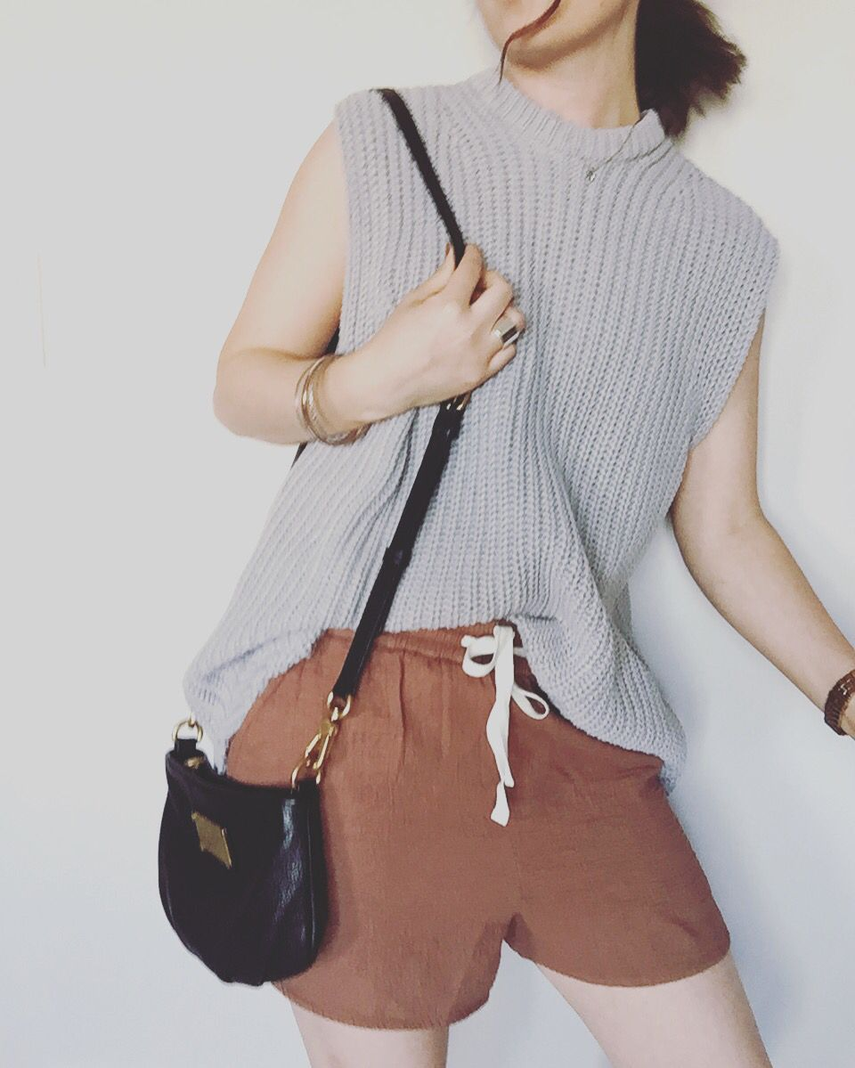 Oak and fort knit top, Aritzia Wilfred shorts, Marc Jacobs classic Q percy