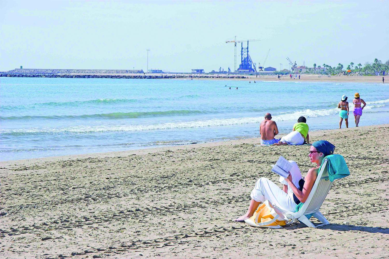 Playa de la malvarrosa burriana esta playa es la prolongaci n hacia el norte de la playa de - Hoteles en la playa de la malvarrosa ...