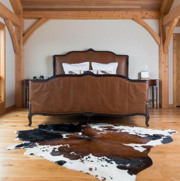 schlafzimmer braunes bett teppich kuhfell Teppich Pinterest - schlafzimmer teppich