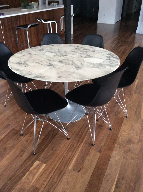 Authentic saarinen round marble dining table marble for Room and board saarinen table