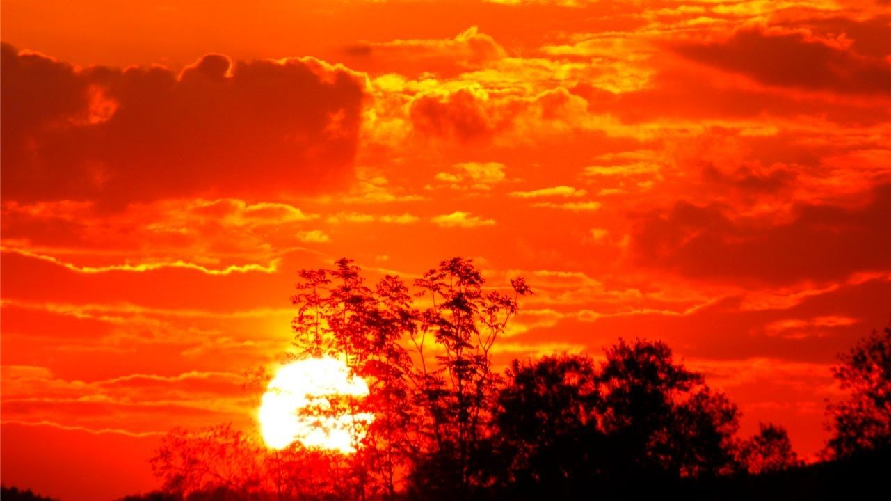 Red Sky at Night--Or Why is the Sky Blue?  Middle school science experiments and activities you can do at home or school.