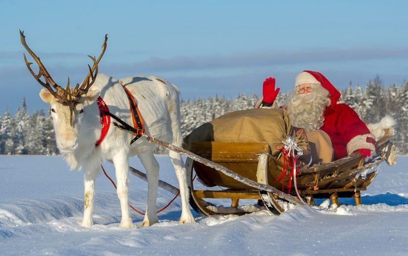Joulupukki rekiajelulla lempiporonsa kanssa Pellon Ritavaarassa Lapissa