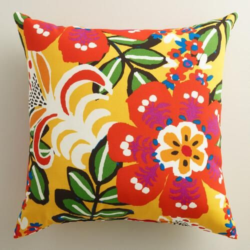 Featuring our exclusive floral design, our vibrant throw pillow is made of high-performance fabric for long-term outdoor use.