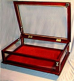 The Pedestal Leg Table Top Display Case This Heirloom Quality Display Case Features A Burgundy Velvet Floor Covering With Pedestal Table Top Display Case Display Case Table Top Display