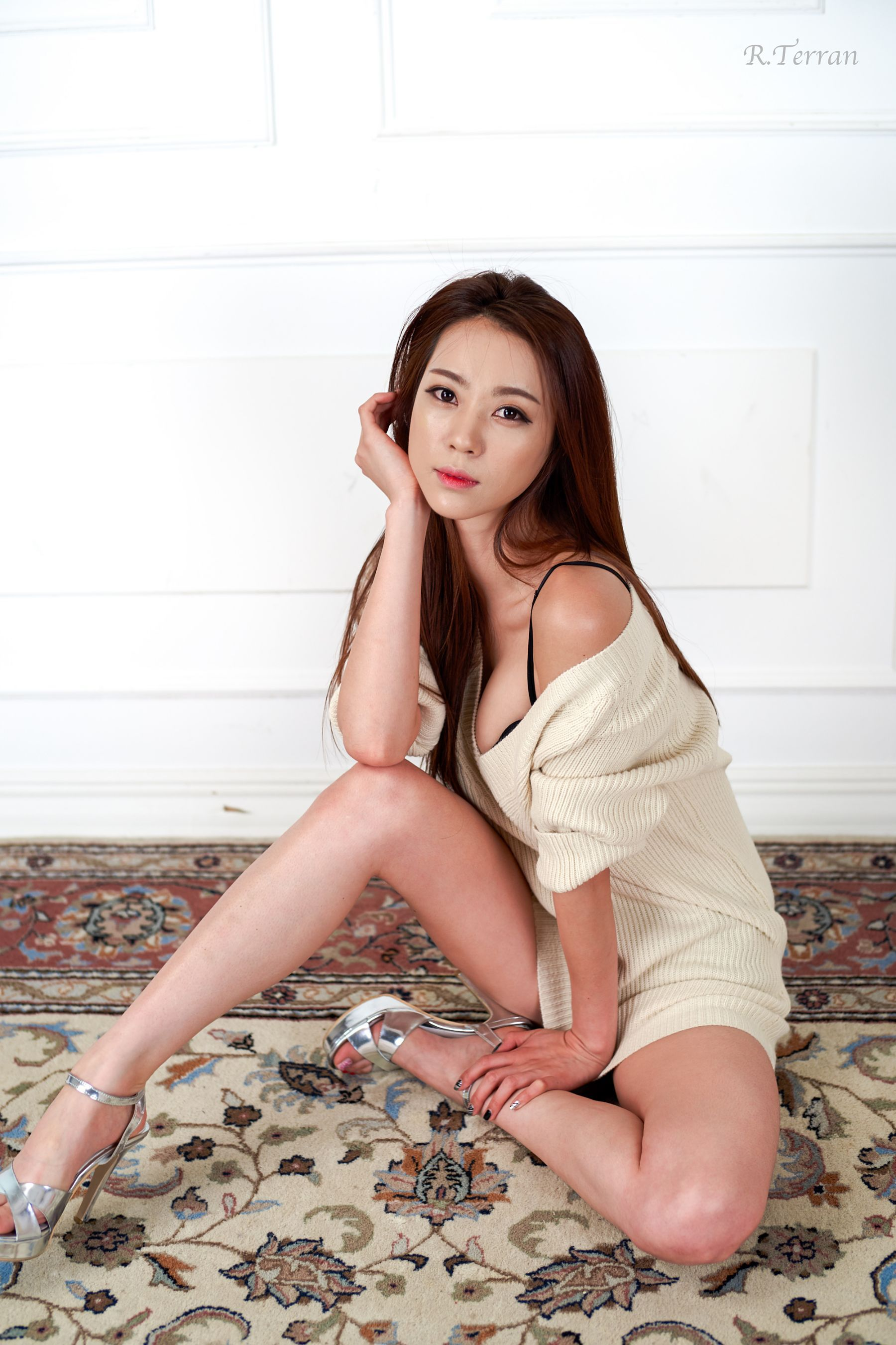 A beautiful asian with sexy feet ac 5