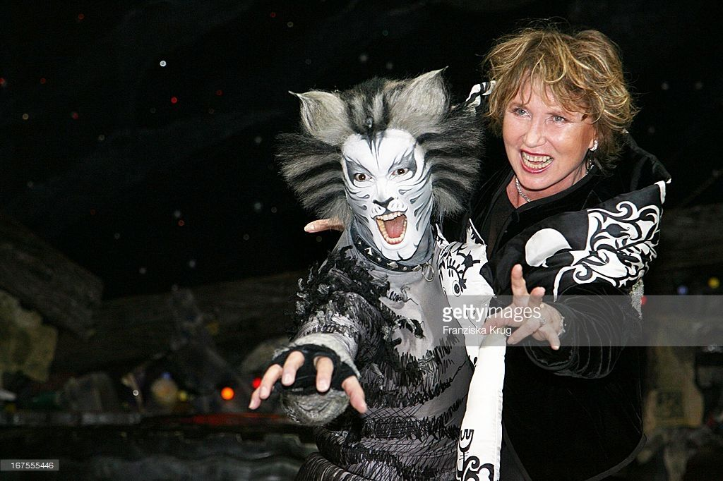 Dunja Siegel Bei Der Jubiläumsvorstellung 20 Jahre 'Cats' Im... News Photo | Getty Images