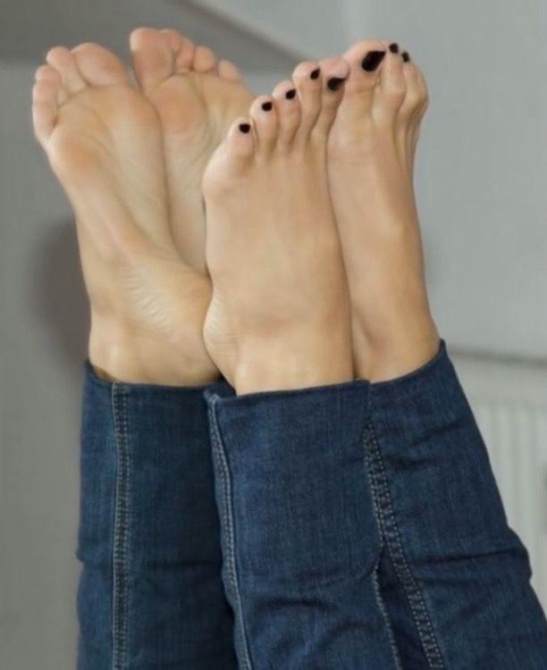 black teen toes