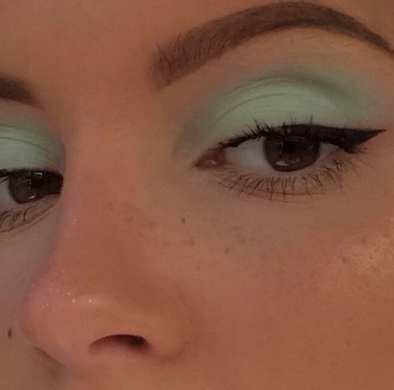Green Eyeliner Makeup