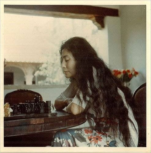 Yoko au naturel...