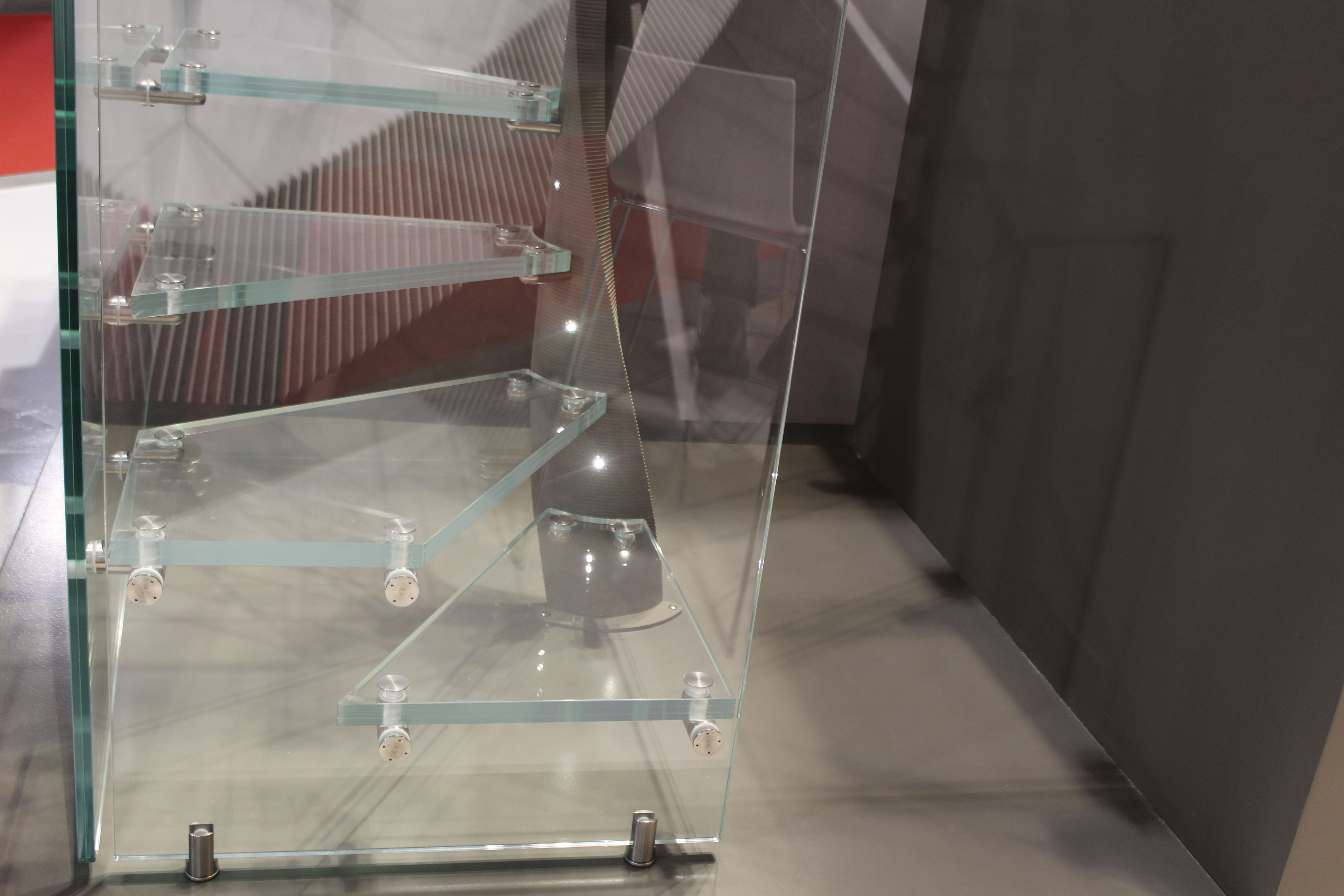 Stiege, Treppe mit Glasgeländer und Glasstufen von FORMSTEP Treppen www.formstep.at