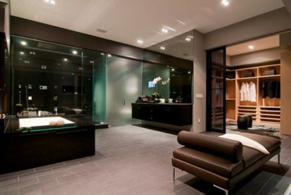 Walking Closet Integrated With Big Splendid Bathroom
