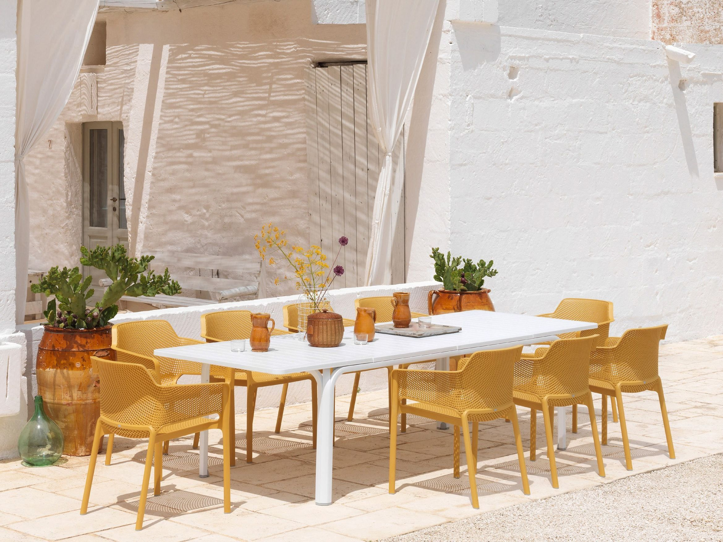Stapelbarer Gartenstuhl mit Armlehnen NET - Nardi