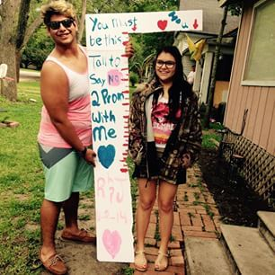22 Seriously Adorable Prom Proposals Impossible To Say No To