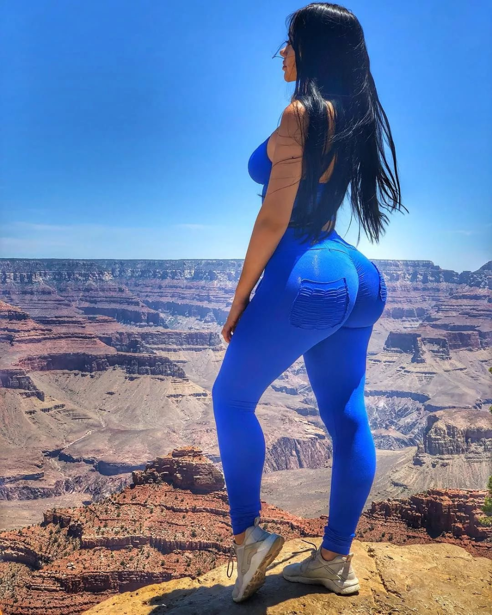 Asses In Tight Pants
