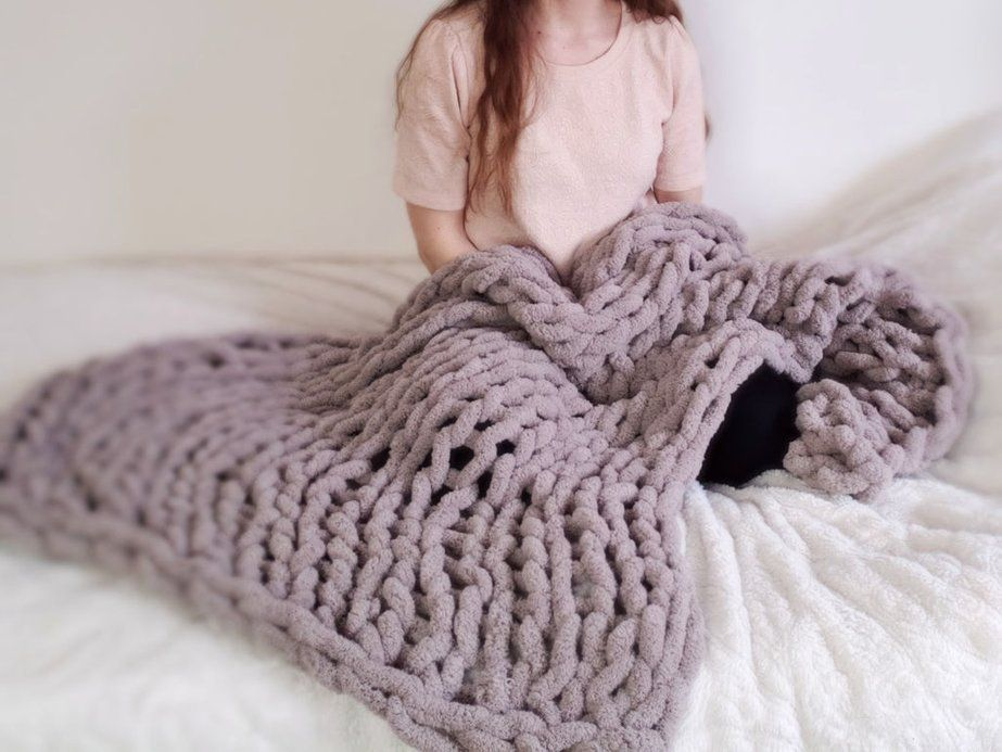 Easy chunky handknitted blanket in one hour hand knit