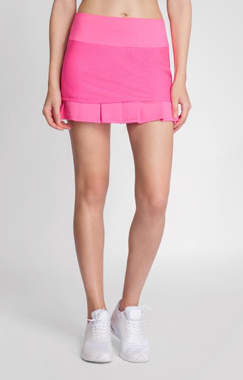 The pleated mesh hem of the Jaida Skort adds a stylish twist to this skort in bright Siren Pink. #tennis