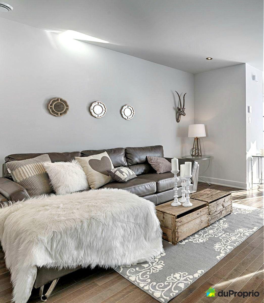Magnifique Salon contemporain et rustique. On aime ces tons de gris ...