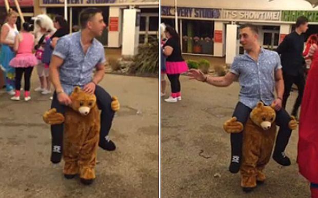 Video: Man's bear piggyback ride costume impresses onlookers - Telegraph