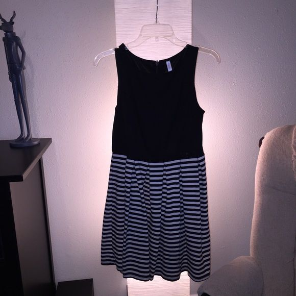 Xhilaration Dress Worn once. No holes/tears or stains.  Pay pal accepted Bundles negotiable Xhilaration Dresses Midi