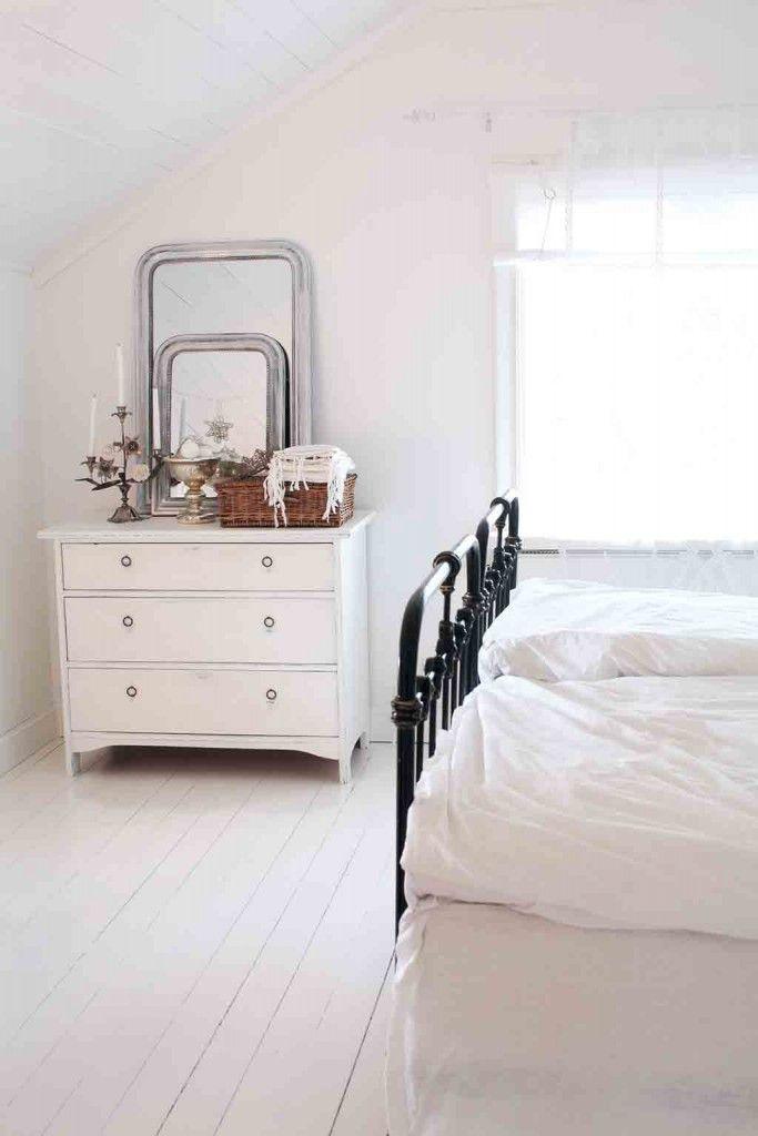 Weiß entspannt Schlafzimmer im skandinavischen Landhausstil