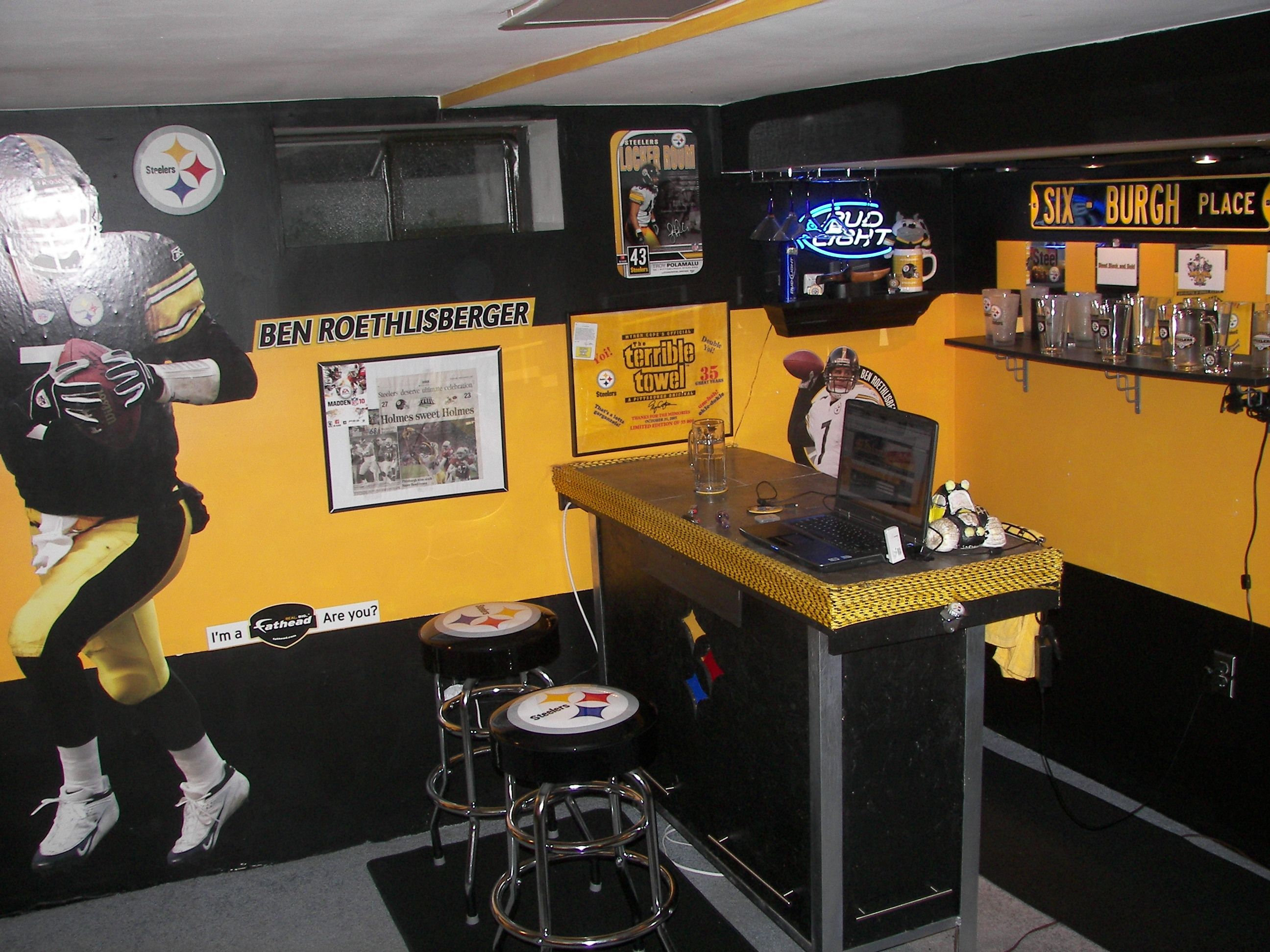 a68c90733 man cave ideas, tho instead of stealers - Raiders! | Man cave ideas ...