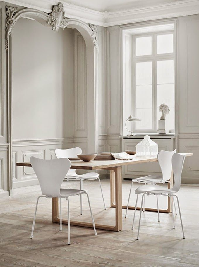 All white Series 7 chair, limited edition from Fritz Hansen