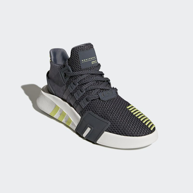 low priced 8de52 ef392 Sneaker · Kicks · Adidas Originals · Nike Tanjun, Latest Shoe Trends,  Trendy Shoes, Shoe Collection, Nike Shoes,