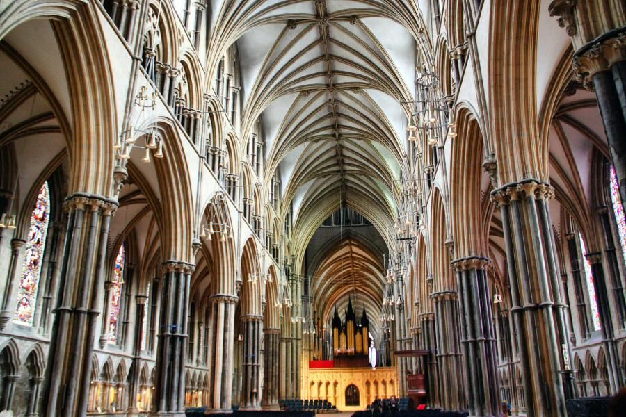 Arquitectura gotica interior buscar con google arts for Arquitectura interior