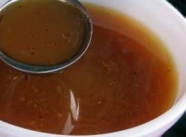 Svampefond  Svampefond er ikke helt almindeligt, men den er taget med her fordi den udgør et godt vegetarisk alternativ til oksefond, på samme måde som grønsagsfond kan erstatte kyllingefond. Sherry fremhæver svampenes smag, men en god tør rødvin kan også bruges.