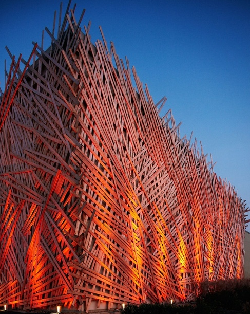 Truly I couldn't be less interested in, well anything Golf related actually. But this structure is worthy of mention; Golf club 'Hostivar', ADR... Architecture of Contemporary Basketry...