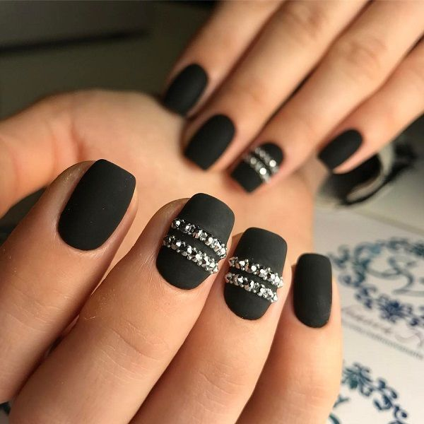 If You Are A Fan Of Black Nail Polish Add Little Tinsel And Rhinestones Will Get Immediately More Festive Look