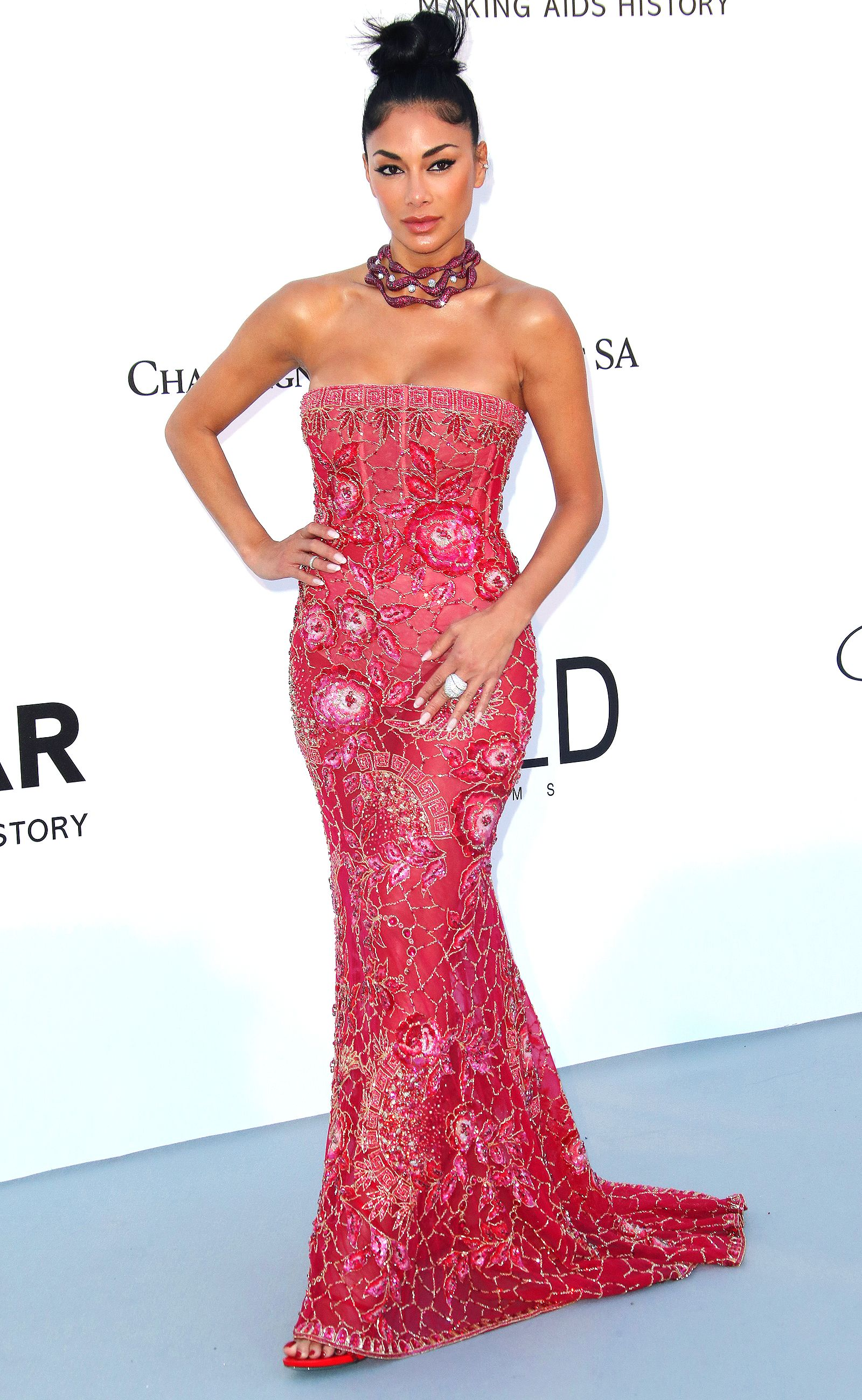 Alessandra Ambrosio Brings the Glamour in a Beautiful Beaded Gown ...