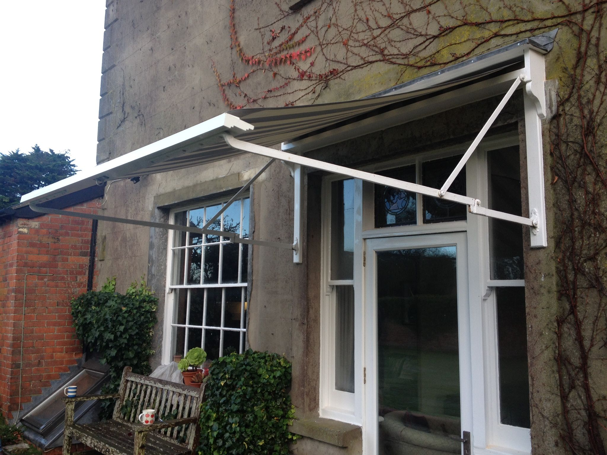 The finished Traditional Victorian Awning by Deans Blinds ...