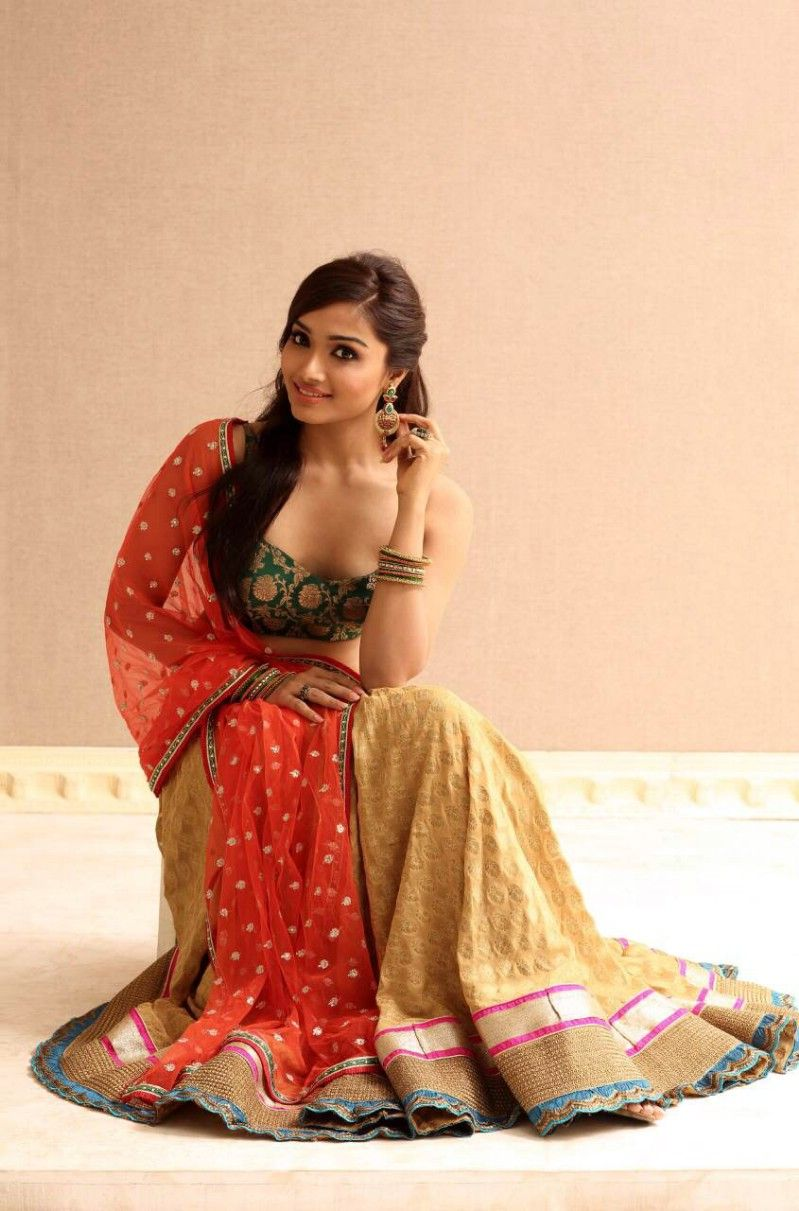 aishwarya devan hot songs