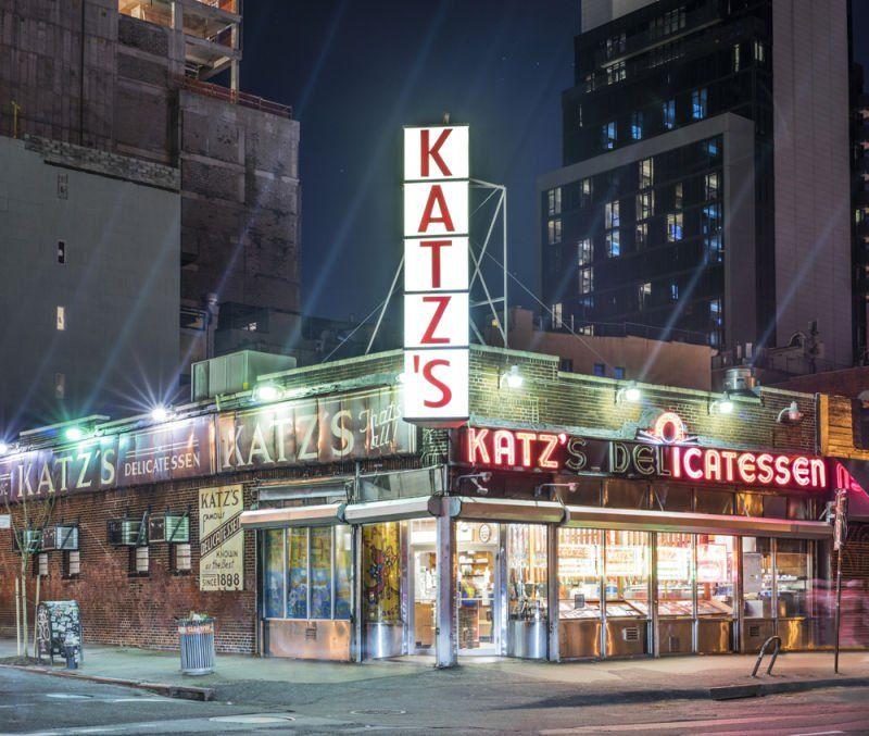 """""""Katz's Deli, Manhattan, New York City by @franckbohbot https://t.co/GaemCsRxx1 @KatzsDeli #newyorkcity #nyc"""""""