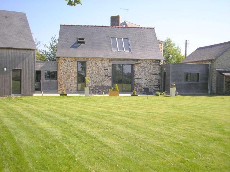 Cette maison en pierre est localisée sur Vitré (secteur de Rennes en ...